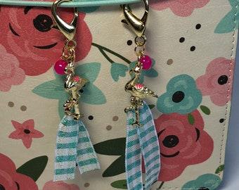 1 Planner Clip. TN Charn. Gift keychain. 1 Ribbon bookmark. Flamingo Charm. JW
