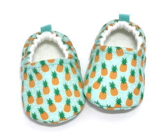 Pineapple Baby Shoes, Baby Shower gift, Soft Sole Baby Shoes, green Baby Booties, Toddler slippers, baby moccasins, pineapple gifts