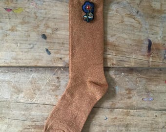 Seoul socks in orange and a flower pin