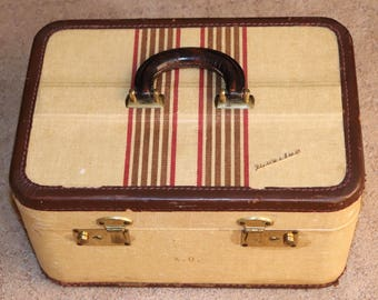 Adorable Vintage Travelux Tweed and Leather Train Case or Makeup Case with Original Interior