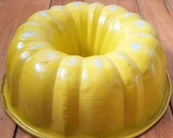 Vintage Yellow Bundt Pan