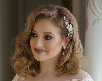 White flower hair comb, floral bridal hair comb, pearl bridal hairpiece, bridal hair accessory