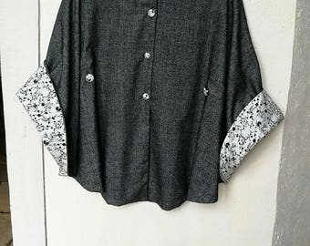 Adorable knee-length cape T 12 100% wool fully lined Liberty