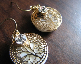 Gold earrings dangle | filigree | agate | nature inspired | rhinestone | lace agate | dragonfly wings