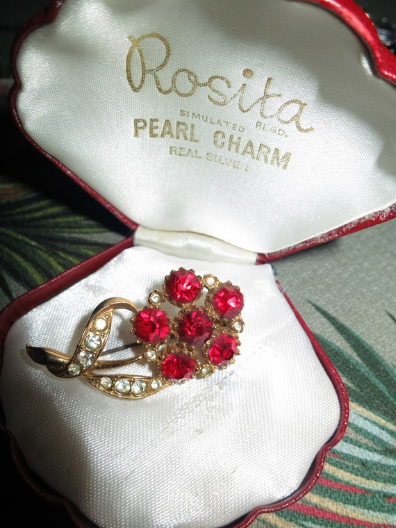 Gorgeous vintage goldtone ruby red glass flower brooch