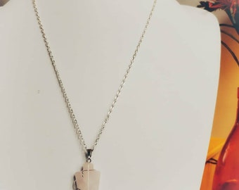 Chain with rose quartz pendant