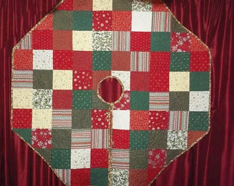 Large Quilted Christmas Tree Skirt