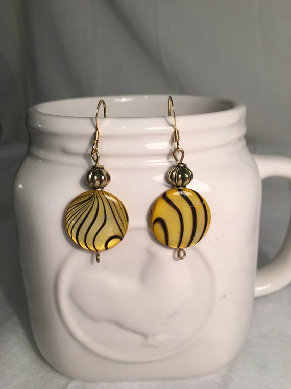 Yellow and black swirl bead earrings-gold color filler beads