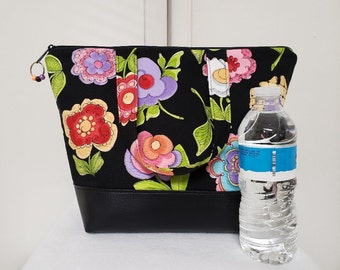 Floral Lunch Bag, Vinyl Bottom, Insulated Lunch Bag with Flowers, Womens Lunch Box, Nylon Lining with Pocket, Flower Lunch Bag, Washable.