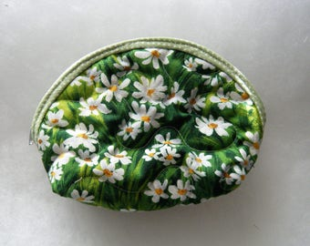 Small Quilted Purse - white daisies on green