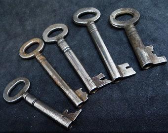 Five Vintage Skeleton Keys... Antique or Vintage (a)