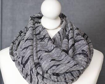 Echarpe circulaire en tissu plumes // voile léger // snood