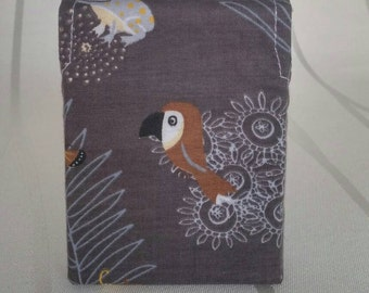 Cigarette case, 22er box, toucan on brown ground, the ideal companion for every smoker, handmade, unique, webware art. No. 7012