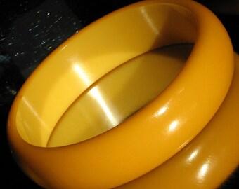 Bakelite Bracelet Estate Vintage Chunky Bangle Bold Caramel Butterscotch Heavy Mid Century Mustard Wide Runway Gold Art Deco Domed 30s 40s