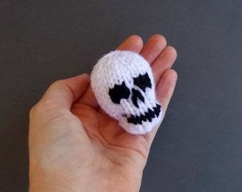 Mini Skull Knitted Stuffed Ornament - Halloween Ornament - Macabre Decor - Halloween Party Favor - Knitted Stuffed Toy - Amigurumi Skull