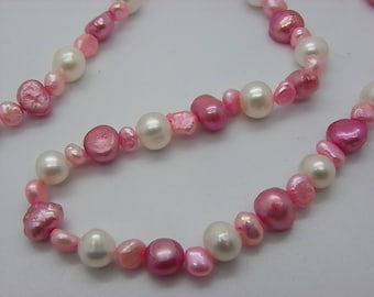 collier des perles de culture blanche et des perles des rose collier