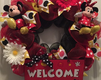 Disney wreath, Mickey Mouse wreath, Minnie Mouse, Disney, Mickey Mouse décor, Disney Welcome wreath, Welcome wreath, red and black wreath