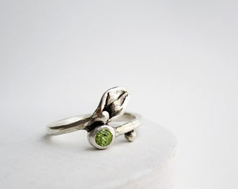 Leaf Ring,Small Leaf Silver Ring with Peridot