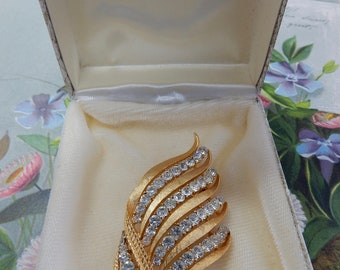 CORO CRAFT Brushed Gold &  Rhinestone Brooch Corocraft in Original Box    PAK41