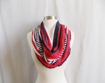 Red Cowl- Boho Scarf- Bohemian Style- Bohemian Accessories- Snood- Mexican Blanket- One Of a Kind- Knitted Cowl- Boho Scarf- Cowl Scarf