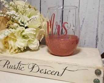 Personalized wine glass, Custom stemless wine glass, glitter dipped wine glass, Stemless wine glass, Bridesmaid gift