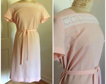 1970er Jahre rosa Vintage Etuikleid / / 14 16 XL XXL Pastell Spitze Midi