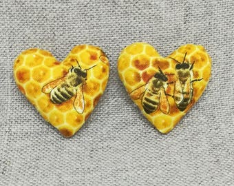 Lot 2 small magnets heart pattern bees