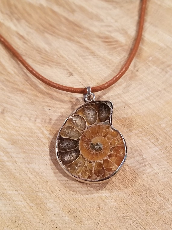 Real Ammonite Fossil Pendant Leather Necklace Primitive Ocean Shell Jewelry Hippie Boho Handmade Sea Collection (N395)