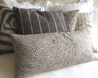 Cub in steel gray/fossil pillow cover