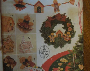 Simplicity 5891, Holiday tree topper, ornaments, tree skirt, wreath, swag, more!  UNCUT sewing pattern, craft supplies
