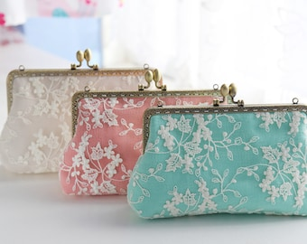 Lace and linen Bridesmaid Clutch / Bridesmaid Gift Clutch / Wedding Clutch (Cosmetic Case, Makeup Pouch)