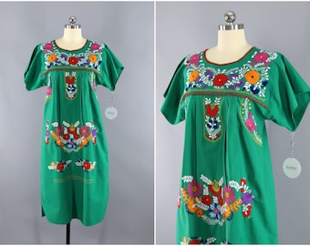 Vintage Mexican Dress / Oaxacan Embroidered Caftan / Green Cotton Huipil Bohemian Kaftan / Oaxaca Embroidery Tunic / Floral Embroidery
