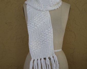 Vintage 1970s Hand Crochet Knit Handmade White Winter Scarf with Fringe
