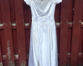 Vintage Mon Cheri Wedding Dress / Size 16 White Wedding Gown with Cap Sleeves