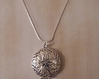 Round Shape Plated Photo Locket Filigree Charm Pendant On A 24 Inch Silver Plated Chain.