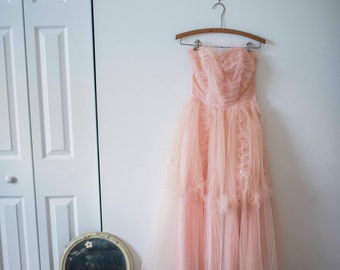 Vintage Pretty in Pink    Tulle Prom Dress    1950s Gown