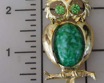 """Vintage Owl Pendant for Necklace Green Rhinestone Textured Gold Tone Stone Jelly Belly Large 3"""""""