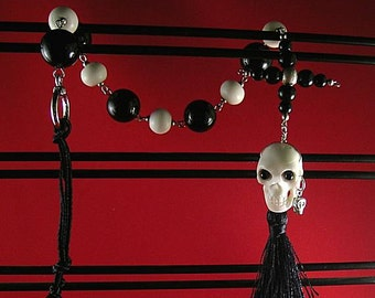 Black Onyx Credo Cross and Bone Pirate Skull Paternoster - Memento Mori