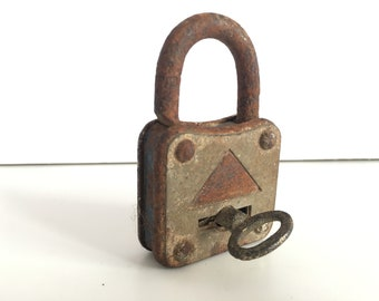 Antique padlock - Old padlock - Vintage Padlock - Old padlock with key - Beautiful working padlock - Vintage padlock with key - Rustic lock