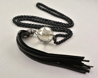 Necklace metal chain with leather and zircon type motif