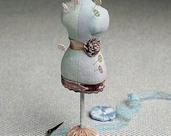 Vogue Pattern V9179 Pin Cushions in Five Styles