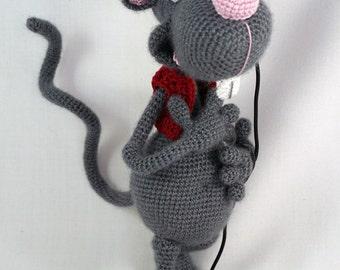 Amigurumi Crochet Pattern - Roberto the Romantic Rat - English Version
