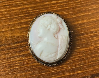 Antique Victorian 14k Gold Angelskin Coral Goddess Diana Cameo Brooch