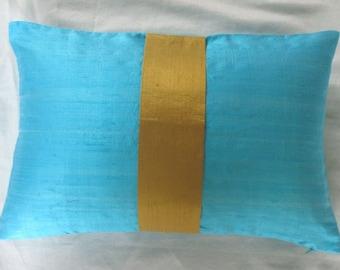 turquoise bleu soie long oreiller avec une bande centrale jaune doré. Housse de coussin de luxe soie dupioni. Lumpur oreillers personnalisés fait 24 x24 pouces