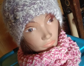 Pink neck off-white wool and mohair