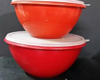 Vintage tupperware wonderlier bowls  with lids.