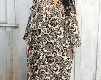 Vintage Indian Kaftan// 1970s Vintage Maxi Dress// Batik Bohemian Gypsy Caftan//