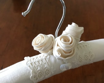 Bridal Hanger, Wedding Hanger, Padded Hanger, Linen Bride Hanger, Handmade Bridal Hanger, Wedding Hanger, Bride Hanger Roses, Display Hanger