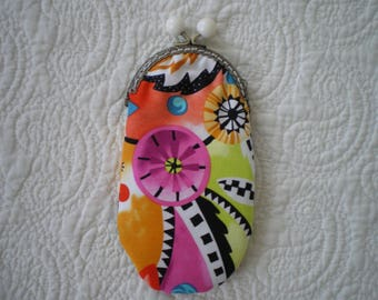 Patchwork closure fabric glasses case has the old