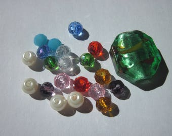 21 round and oval glass beads with Rhinestone rondelles (BA16)